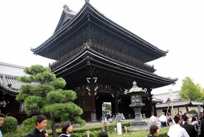 Могу ошибаться, но мне показалось, что это самый древний храм города Киото