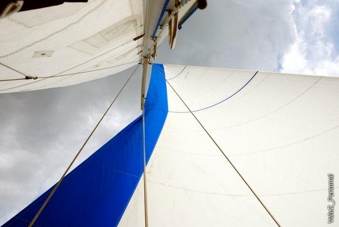 Когда ветер плохо надувал паруса - включали электромотор