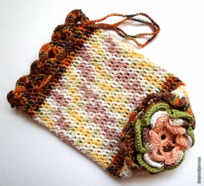 1. Маленькая сумочка, вязанная крючком.