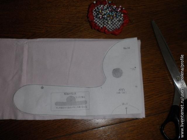 Выкроить две детали - голову с ручками - цельнокроенные - 2 шт и воротник - т.ж. цельнокроенный(ниже)