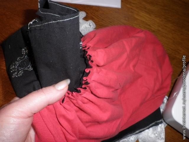 К юбке пришить мешок для пакетов - любая ткать, сложенная вдвое и простороченнная снизу для того, чтобы можно было вставить или тесёмку или резинку - как удобно.