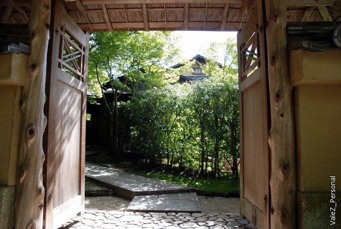 Ворота, дорога к чайному домику