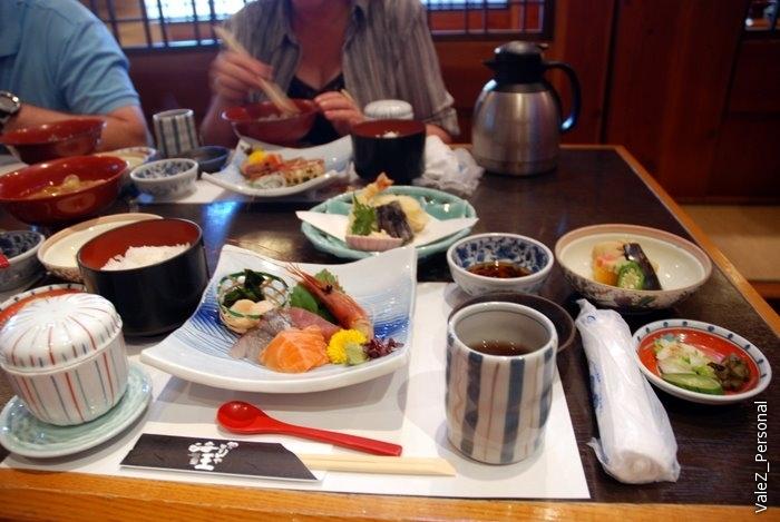 Последний обед в Японии, едим сашими
