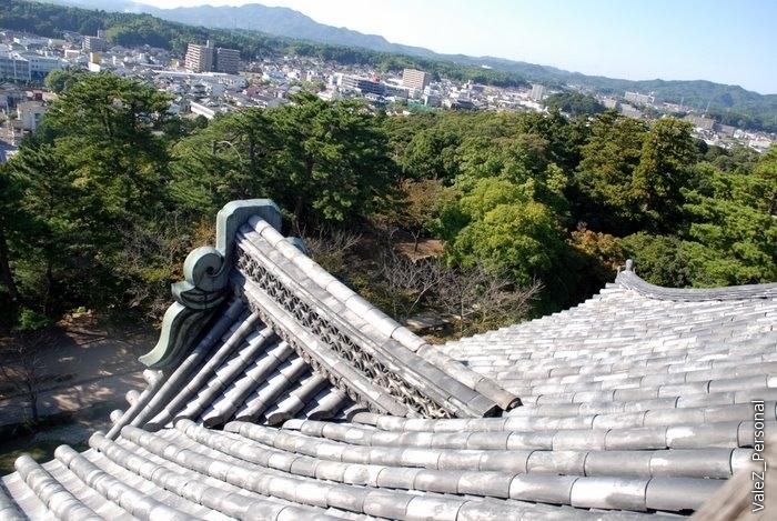 На верхней части - смотровая площадка, не для туристов, а чтобы увидеть врагов издалека.