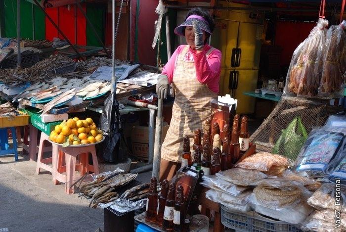 На выходе продают сувениры, водка-соджик в бутылках