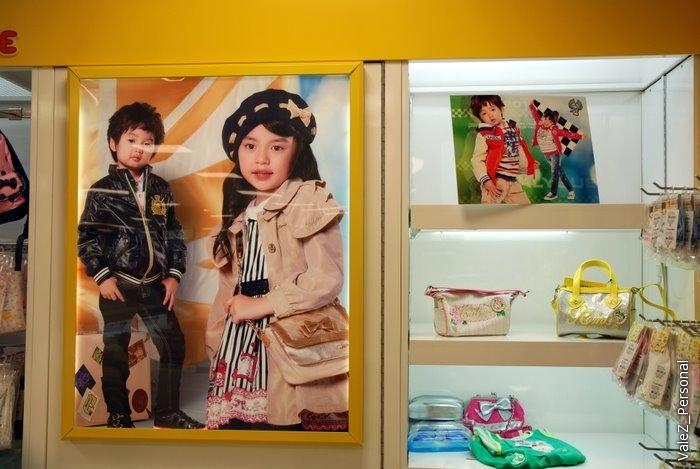 Корейцы прямо скажем - некрасивые. Вот идеал красоты корейских детей, надо понимать