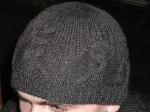 Этот способ подойдет, если вы раздумываете, как связать мужскую шапку спицами. .  Затем провяжите один ряд лицевыми...