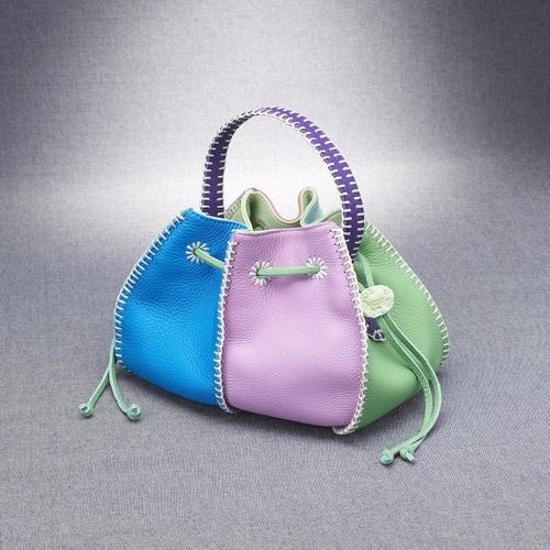 Никто не станет спорить с тем, что женские сумочки.  9 марта 2012.