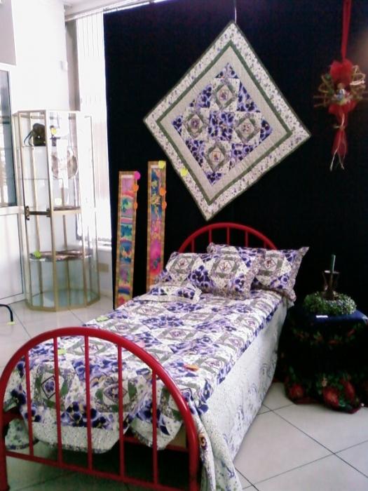 комплект постельного белья и панно на стену (пэчворк)