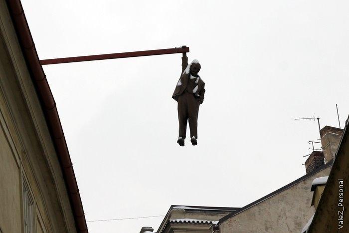 Памятник Францу Кафке, один из многих в Праге