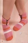 Для вязания носков Вам потребуется: * остатки пряжи разных цветов, * набор спиц 2 для чулочного вязания, * крючок.