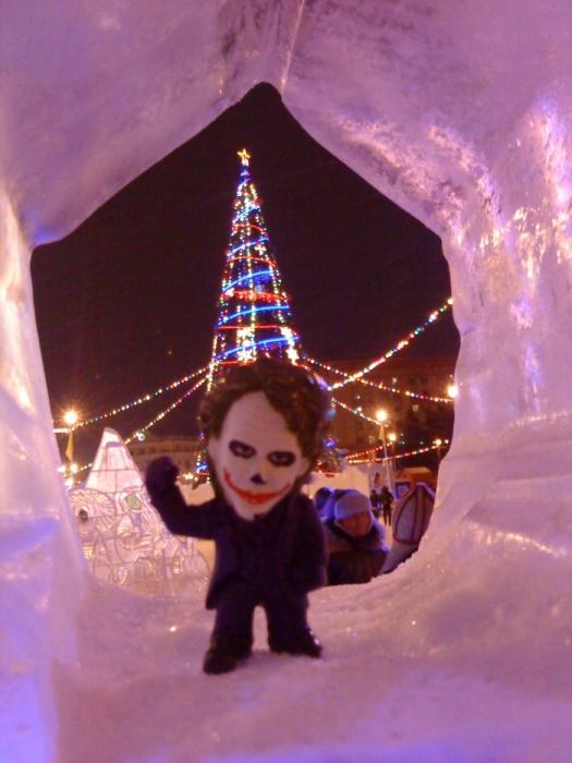 Joker-6 на фоне городской Ёлки