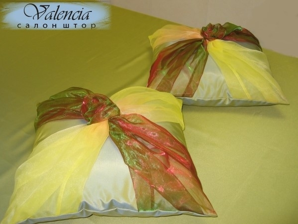 craft home decor: silk cushion