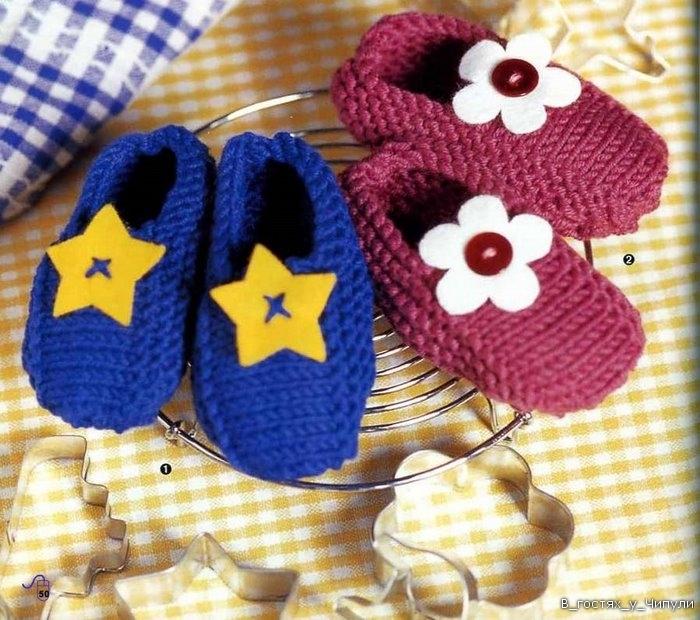 Метки: вязание спицами. .  Тёплые и комфортные вязаные тапочки для малыша.