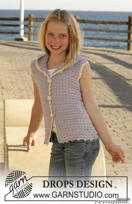 Нежный жилет для девочки связан крючком.  Описание этого жилета.  Вязание для детей.