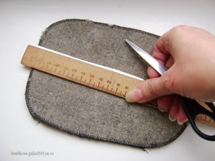 Царапаем полосу нужной ширины(Обычно 1,5; 2; 2,5 см