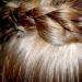 Шаг 5. После того, как «ободок» будет готов, оставшиеся волосы продолжаем заплетать в косичку. Кончик нашей косы разделим на 2 равные части, каждую из которых скрутим в жгутики.