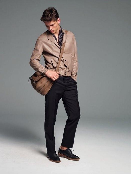 Все больше современных мужчин отдают предпочтение брендовым сумкам из.