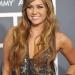 Майли Сайрус (Miley Cyrus) предпочла интересное блестящее вечернее платье с оригинальным принтом.