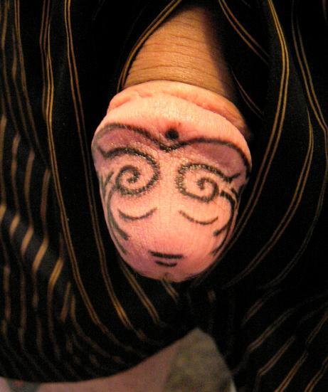 Татуировка на головке пениса