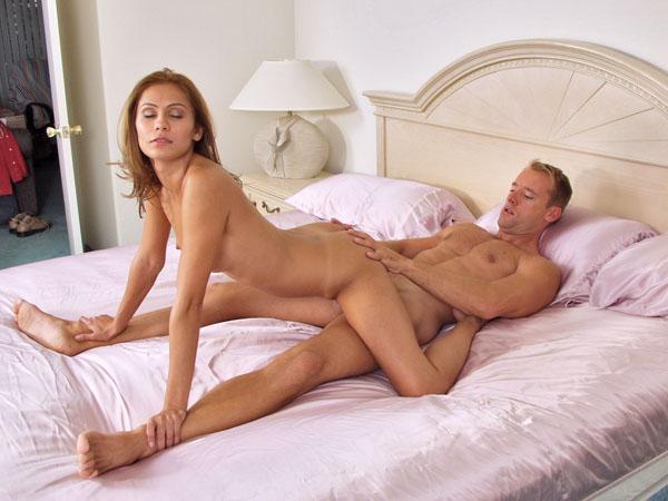 вас интересует секс когда женщина сверху есть