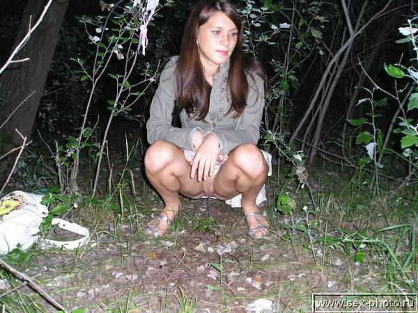 женщины писают подсмотренное онлайн фото