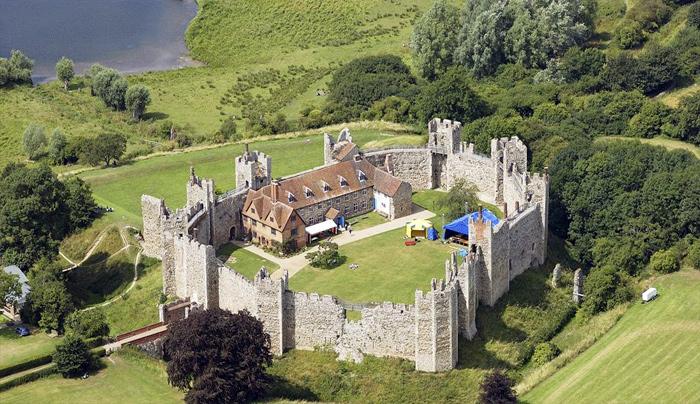 Руины европейских замков (700x404, 204Kb)