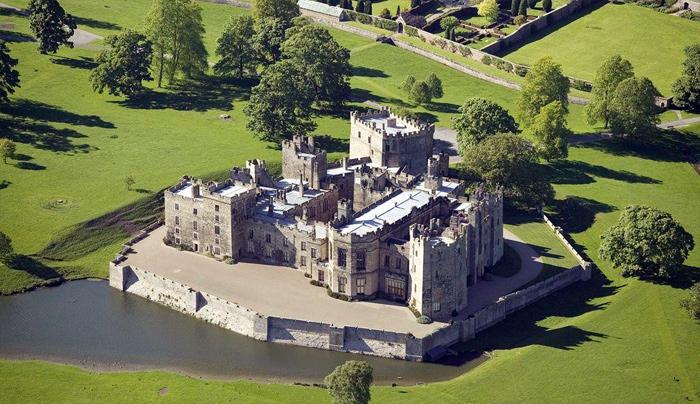 Руины европейских замков (700x404, 190Kb)