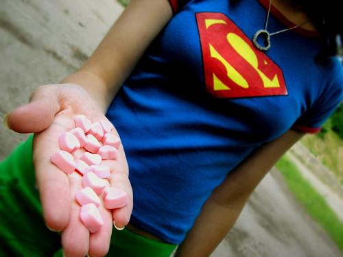 девушки со знаком супермена