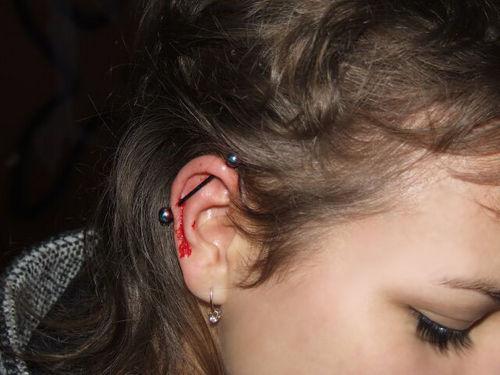 фото проколотых ушей