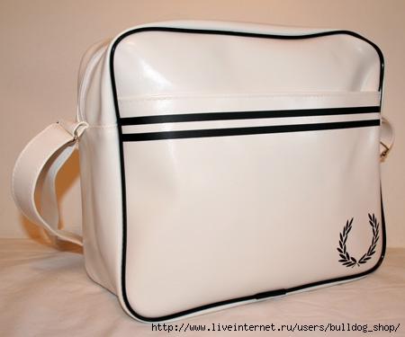 ...и белые сумки Fred Perry , а ткже традиционные молодежные сумки...