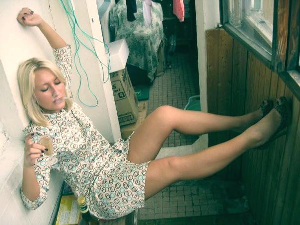 Женщины пьют дома и в одиночку. Алкоголизм прогрессирует.