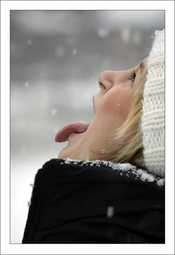 2911432_24325046_19079320_6295128_5669881_Catching_snowflakes (250x363, 13Kb)
