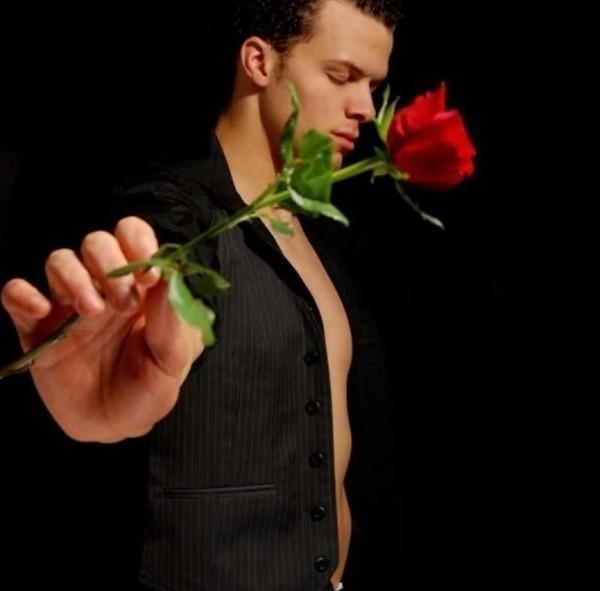 дозор парень с одной розой в руках фото удается четко