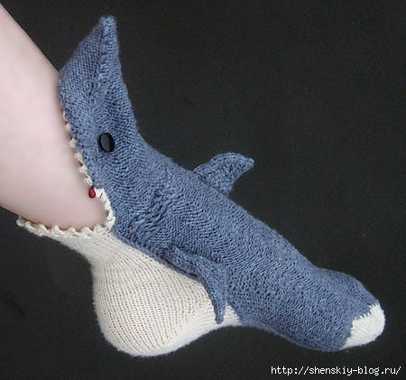 4121583_sharksocks02 (450x421, 107Kb)