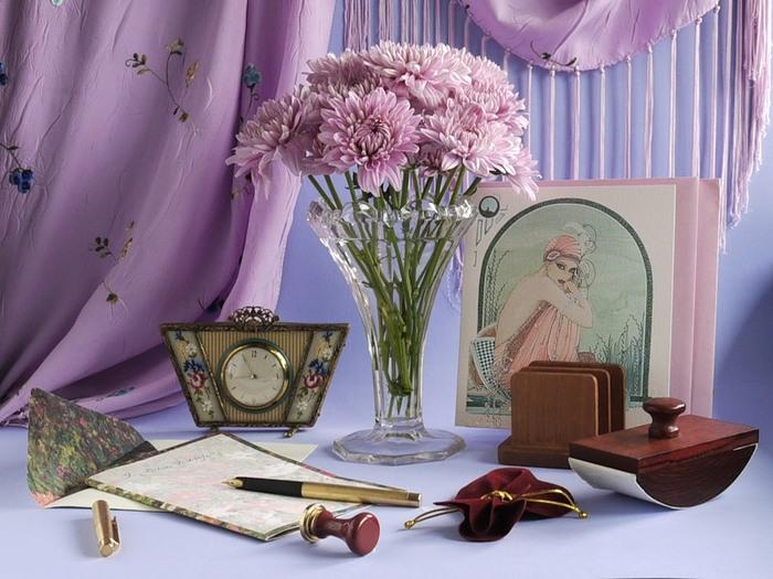 Натюрморты Хризантемы на столе 47970696_0_f9b3_d5aa6802_XL1 (700x525, 109Kb)