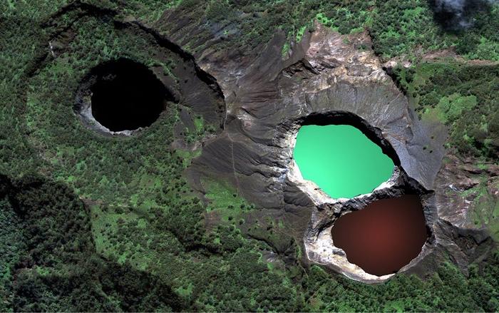 9-Цветные озера вулкана Келимуту (700x439, 402Kb)