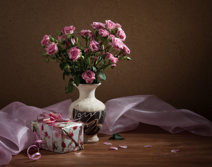 Натюрморты Розовые розы 2073935 (700x552, 116Kb)