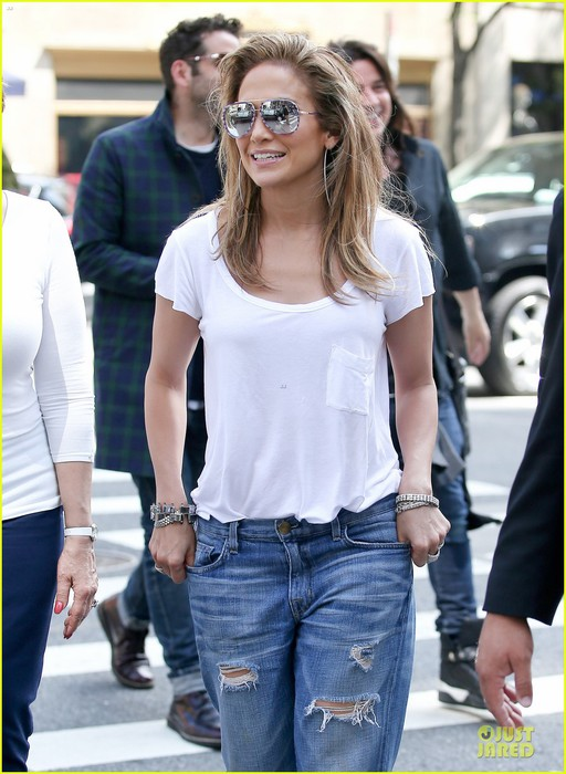 jennifer-lopez-mom-guadalupe-spend-time-after-mothers-day-09 (512x700, 96Kb)