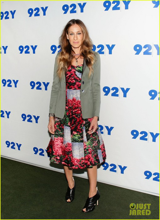 sarah-jessica-parker-is-spring-ready-for-conversation-with-jonathan-tisch-01 (509x700, 95Kb)
