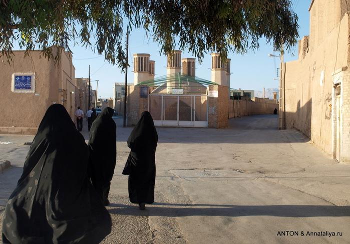 Иранцы. Какие они? P5076600 (700x488, 194Kb)
