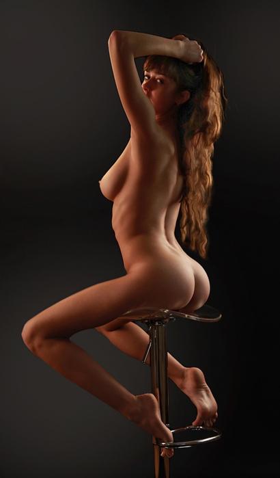 Эротические фото девушек в рубашках на барном стуле — pic 7