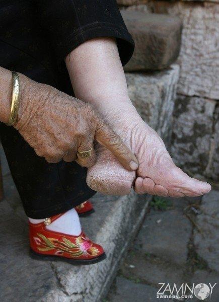 Женские ножки в деревянных колодках, видео про секс про китайцев