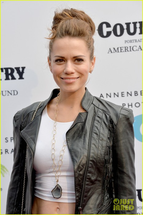 jaime-king-mandy-moore-annenberg-space-for-photography-country-exhibit-19 (466x700, 78Kb)