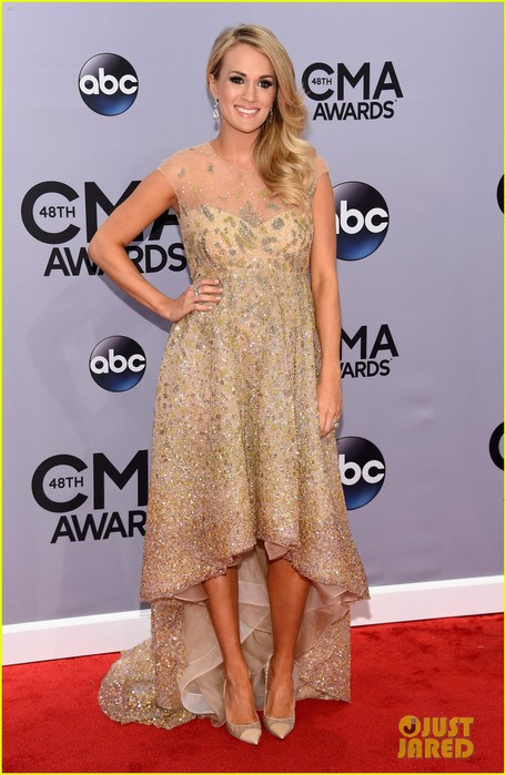 carrie-underwood-cma-awards-2014-red-carpet-01 (456x700, 86Kb)