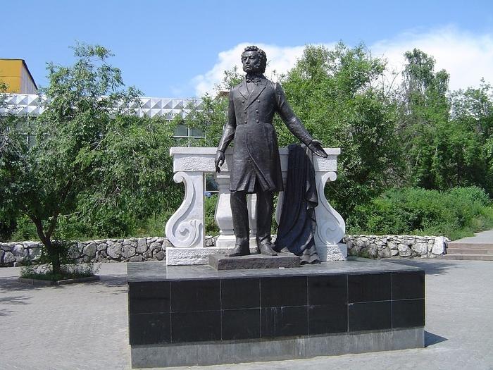 Памятники в центре улан удэ цена на памятники в гомеле к какому