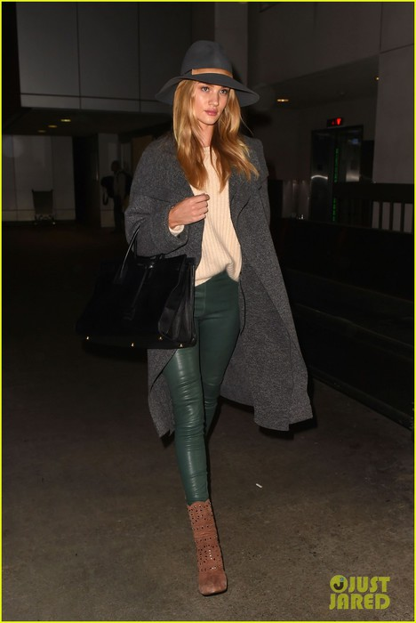 rosie-huntington-whiteley-knows-how-to-rock-green-leather-pants-10 (468x700, 55Kb)