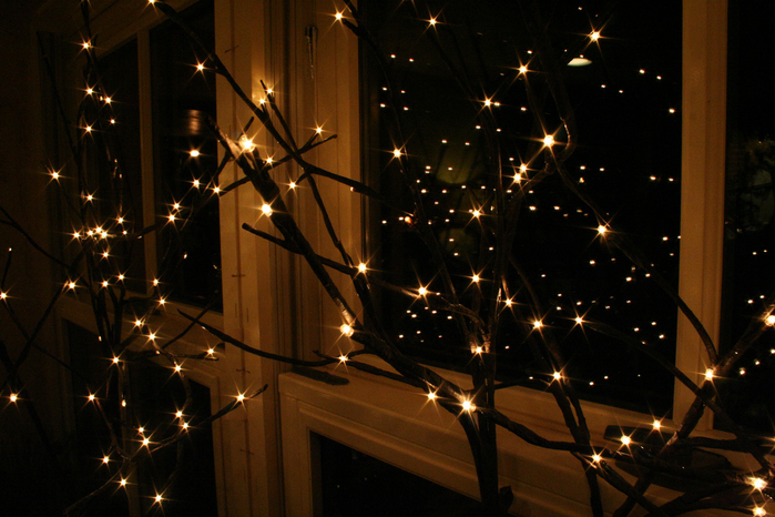 christmas-lights-window-winter-Favim.com-277574 (700x466, 426Kb)