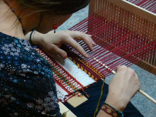 Плетение ковриков на раме своими руками