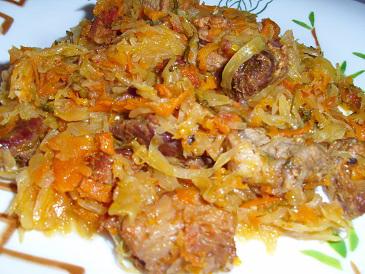 Блюдо из квашеной капусты и мяса